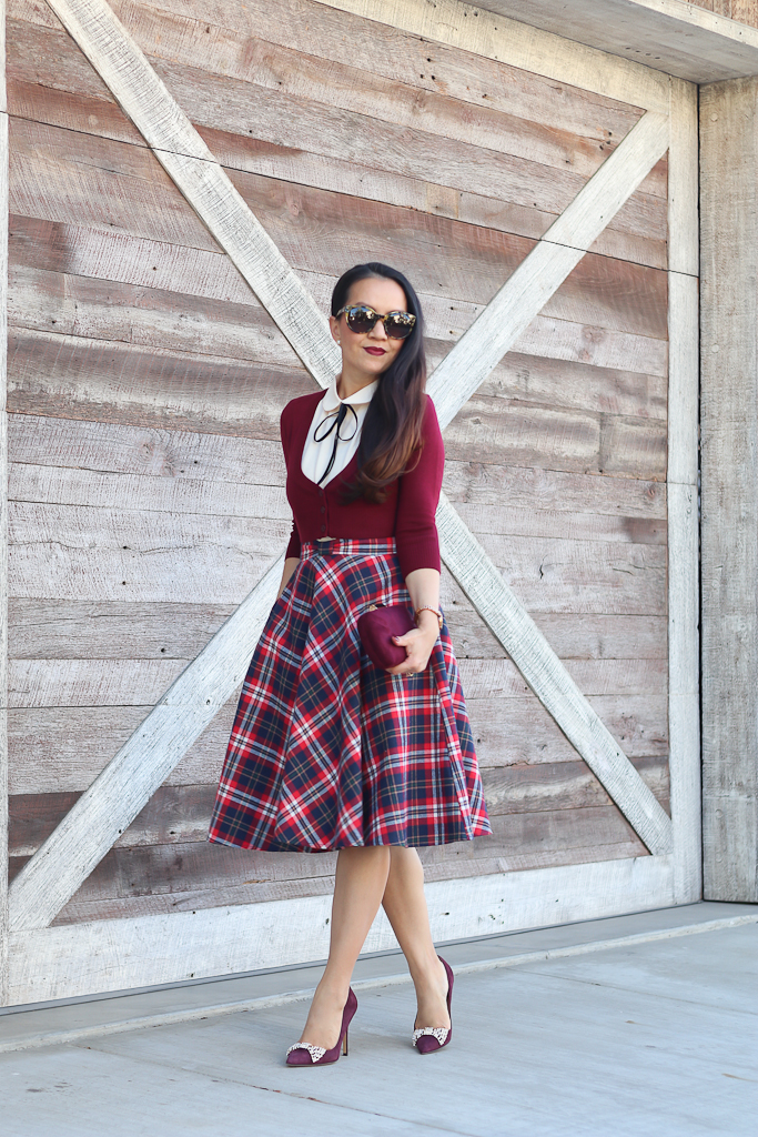 modcloth-dream-of-the-crop-cardigan-in-wine-modcloth-feedback-at-it-sleeveless-top-in-cream-modcloth-potluck-hostess-midi-skirt-in-red-modcloth-posh-particulars-clutch-in-merlot-7-2