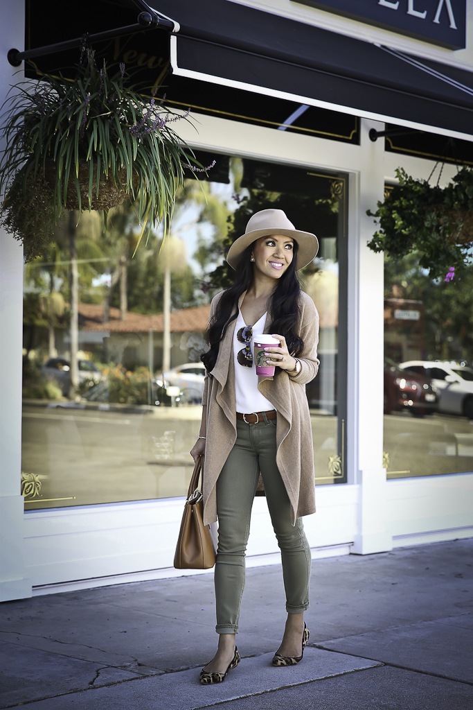 casual fall outfit camel drapey cardigan olive jeans leopard flats