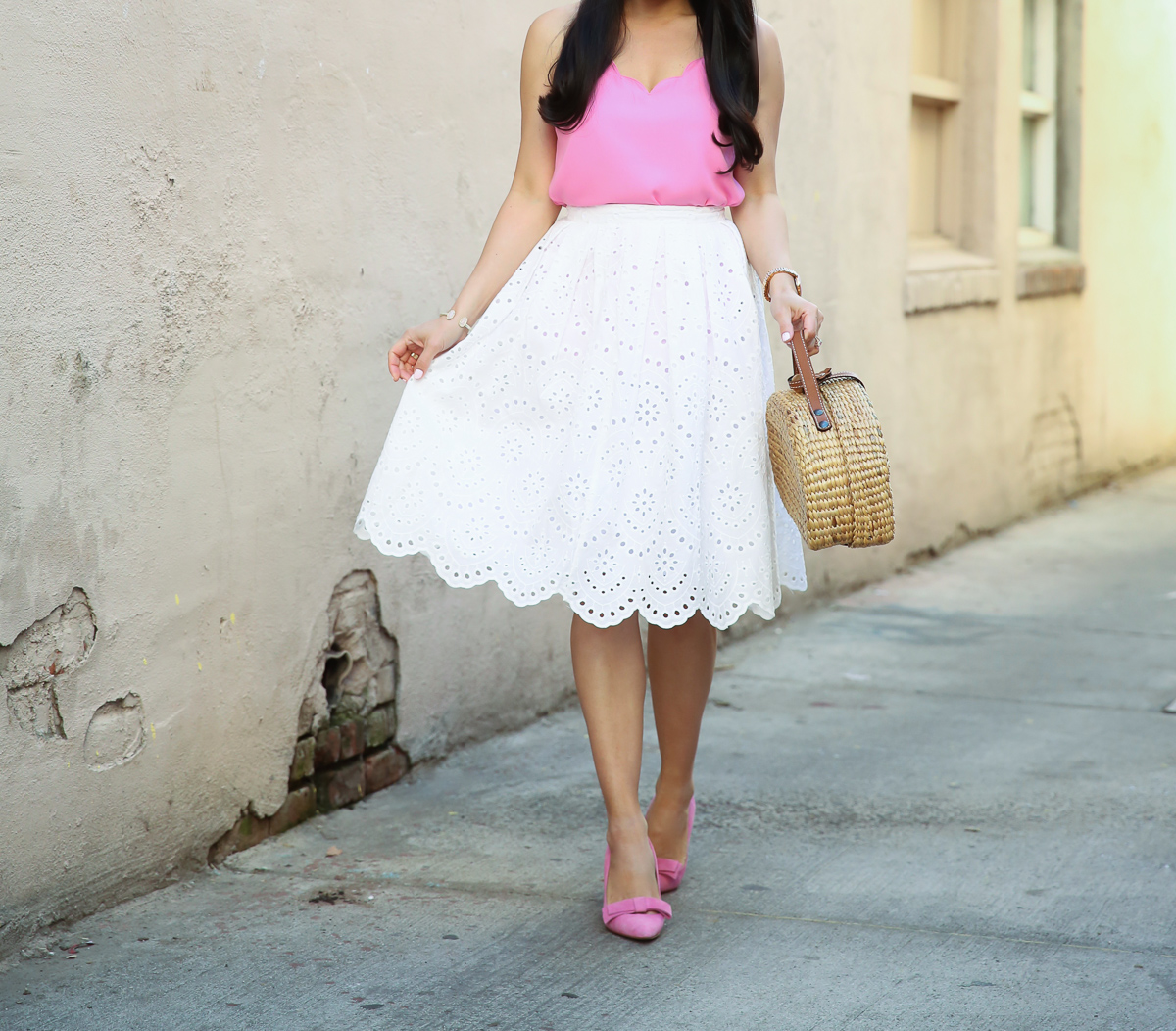 white eyelet skirt straw picnic bag scalloped cami bow pumps spring outfit