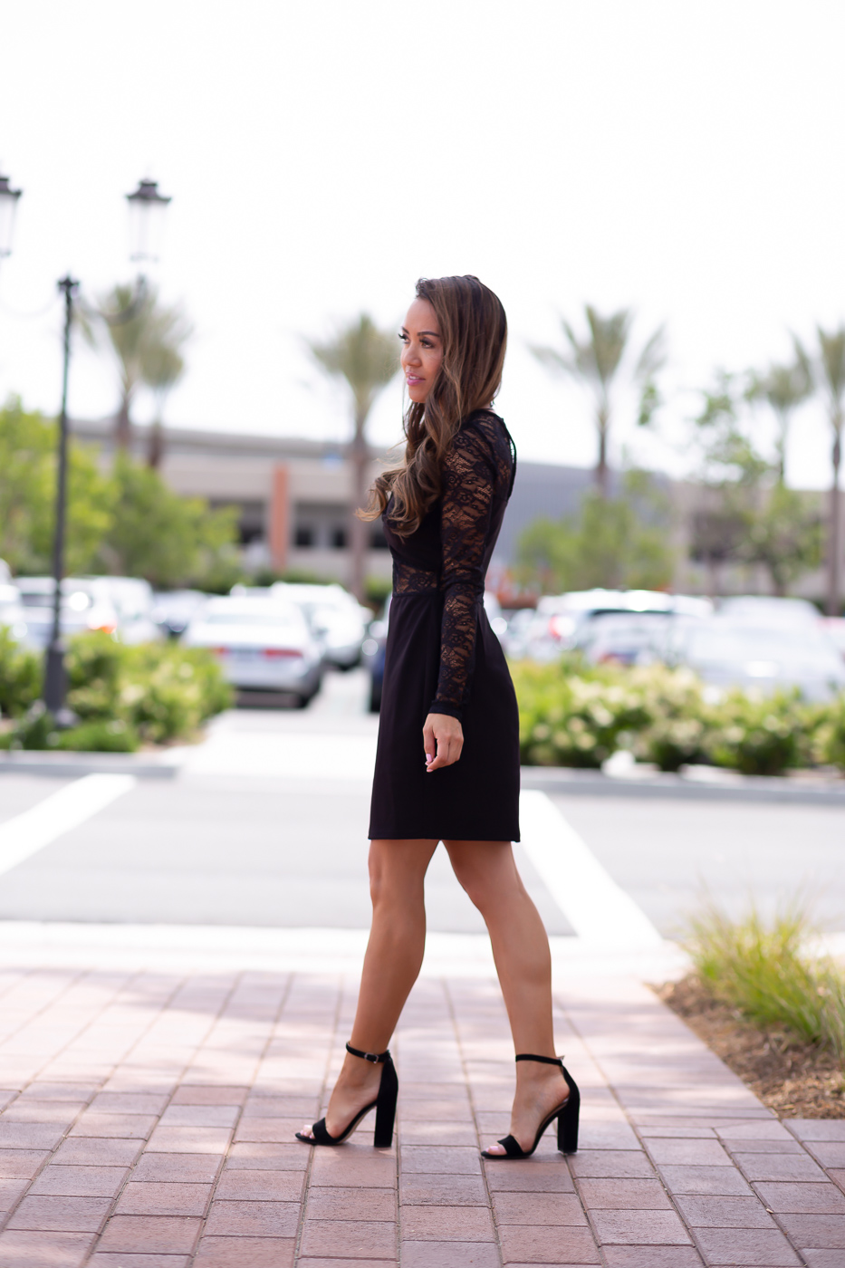 Knotted lace bodycon dress